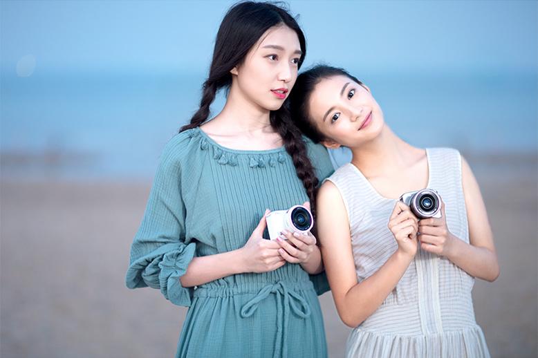 全新旅拍神器,搭载索尼IMX159 1600万像素传感器,同样搭载安霸A9处理器,ISO最高可达12800,同时可更换M43规格的镜头。